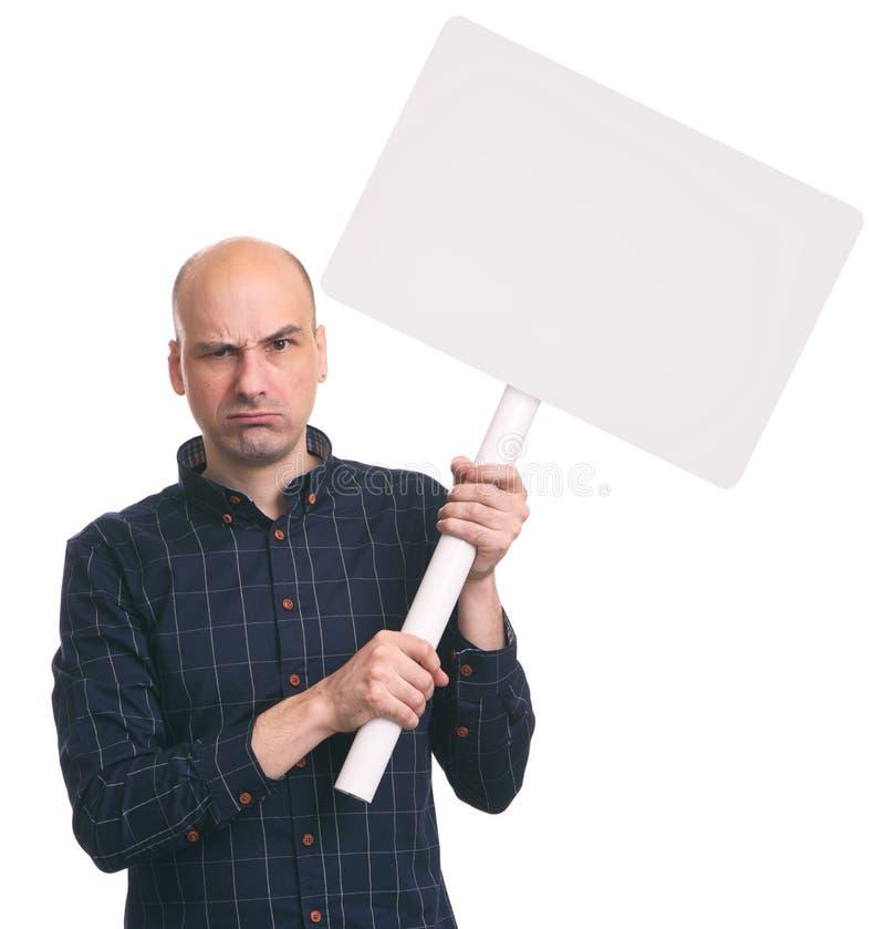 恼怒的人举行在棍子的一张空白的招贴 库存图片