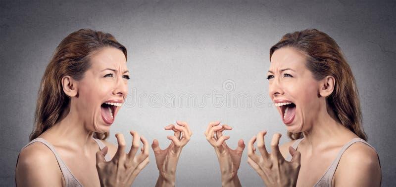 恼怒的妇女歇斯底里尖叫被烦死在她自己 图库摄影