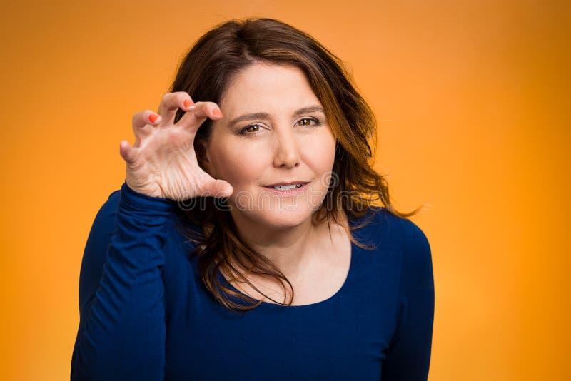 恼怒的妇女,威胁某人与她的爪钉子 免版税库存图片