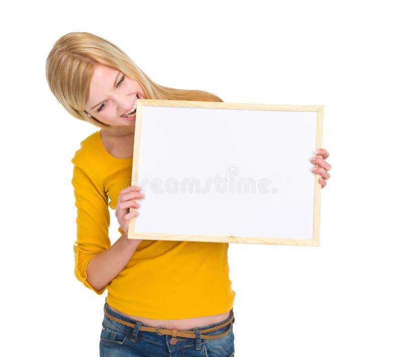 恼怒的学员女孩尖酸的空白董事会 免版税图库摄影