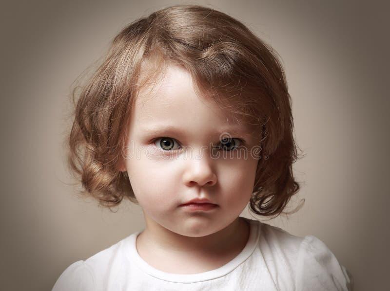恼怒的小孩女孩画象 库存照片