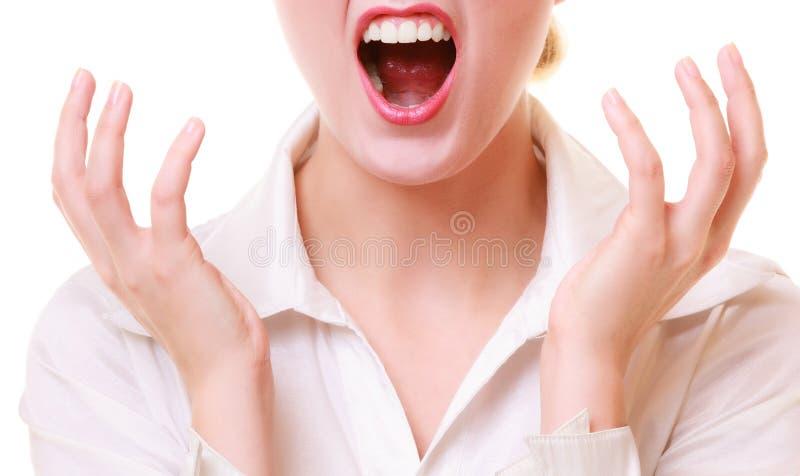 恼怒的尖叫女实业家愤怒的妇女嘴  免版税库存照片