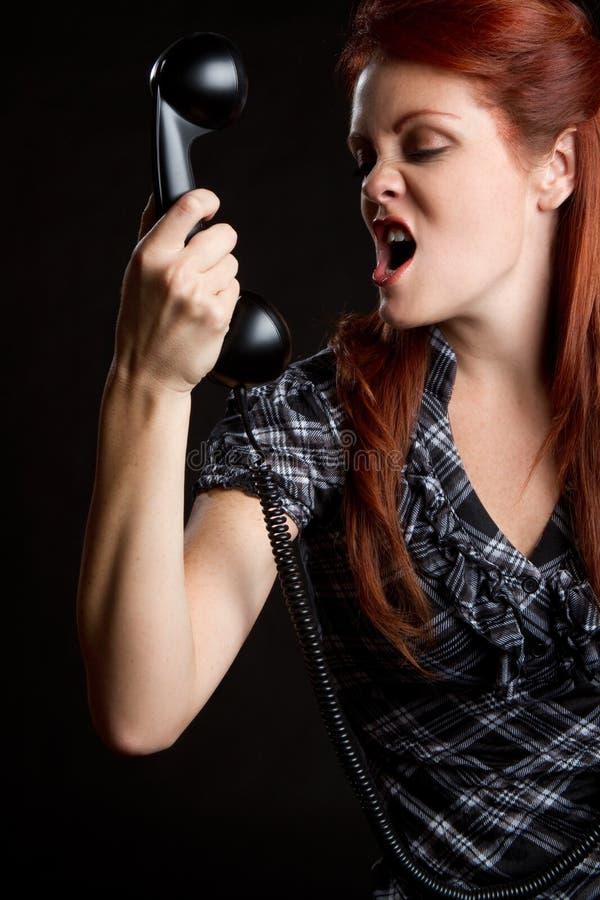 恼怒的电话妇女 免版税库存图片