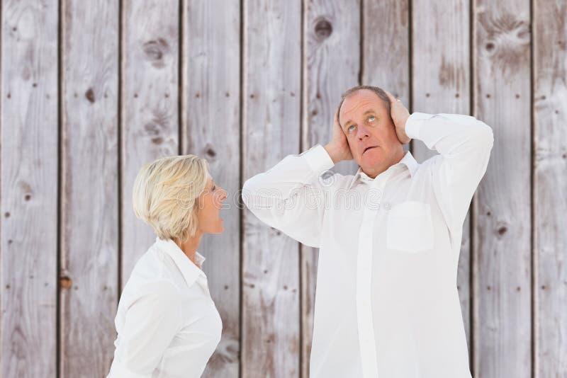 恼怒的更旧的夫妇的综合图象争论互相 免版税库存照片