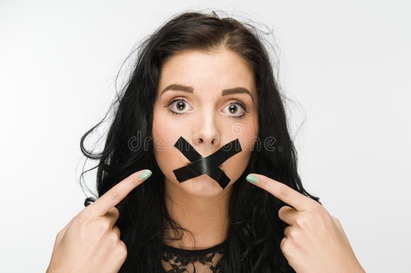 恼怒,因为在嘴的磁带 库存照片