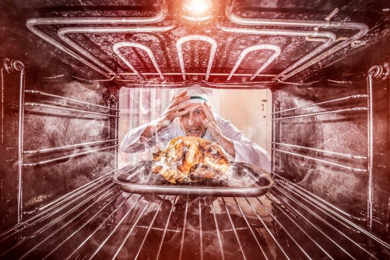 恼怒滑稽的厨师使为难和 失败者是命运! 库存图片