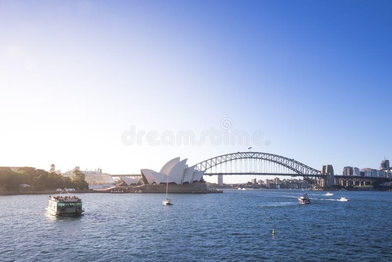 悉尼、歌剧院和港口偶象地标的看法  免版税库存照片