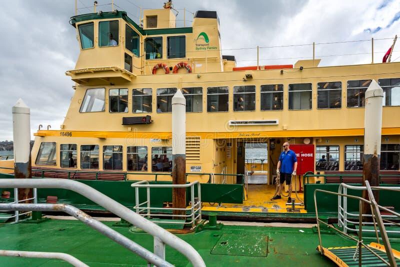 悉尼在跳船的港口轮渡 免版税图库摄影