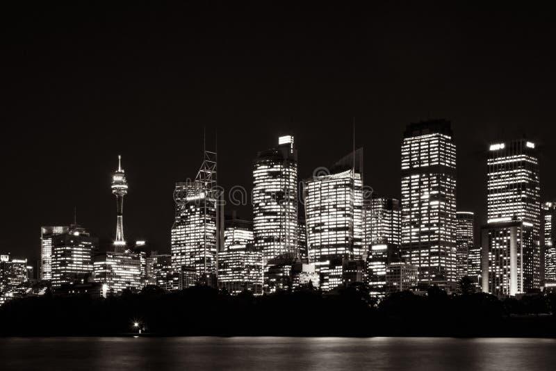 悉尼在黑白的江边地平线 免版税库存图片