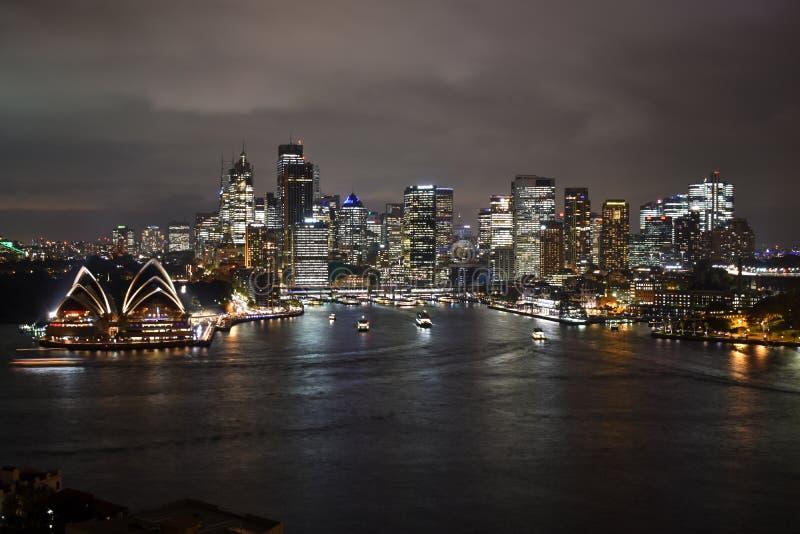 悉尼市风景屋顶视图夜光 免版税库存图片