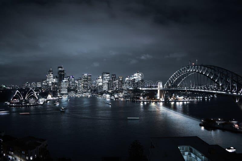 悉尼市&港口桥梁风景屋顶视图夜光 图库摄影