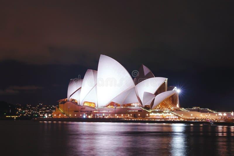 悉尼歌剧院在晚上, Aus著名地标大厦  免版税图库摄影