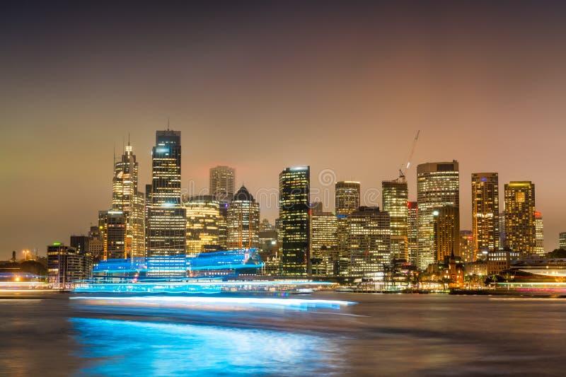悉尼港口从Kirribilli观看的夜间全景 库存图片