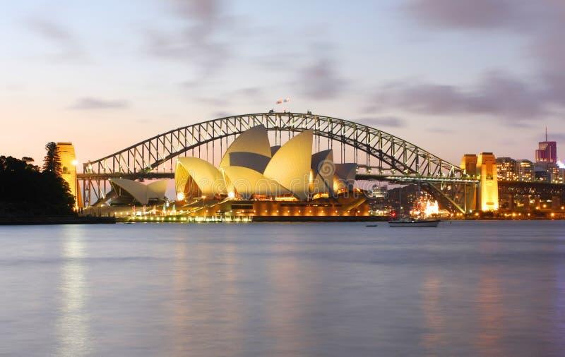 悉尼港桥和歌剧院 图库摄影