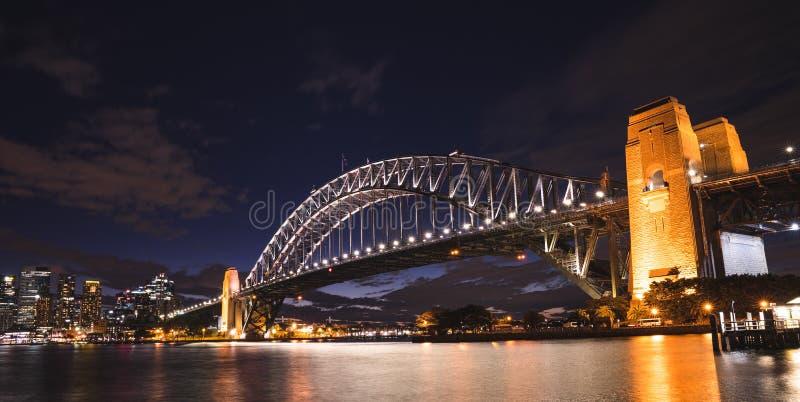 悉尼港桥在晚上,从Kirribilli,钢Th的看法 库存图片