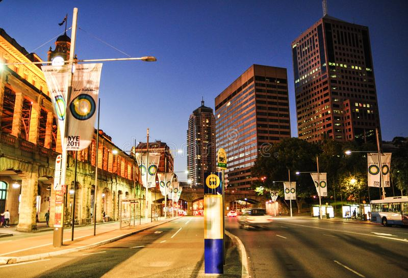 悉尼都市风景夜摄影在中央火车站的,在漩涡Ave 免版税库存图片