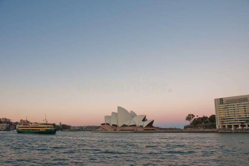 悉尼,澳大利亚- 2018年5月5日:与著名的悉尼歌剧院 免版税图库摄影