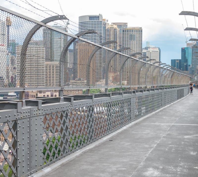 悉尼- 2015年11月6日:城市从桥梁的港口视图 Sy 库存图片