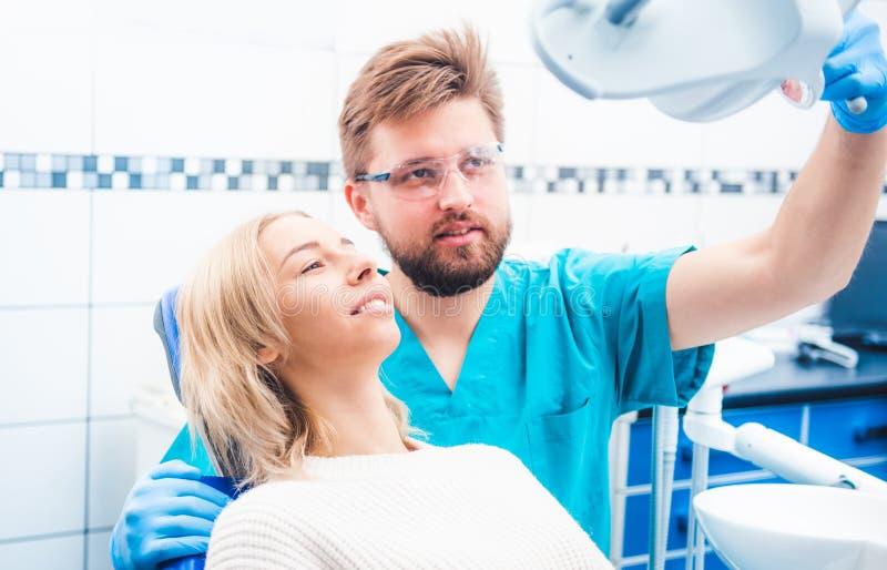 患者和牙医 图库摄影