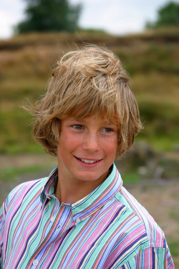Download 悦目白肤金发的男孩 库存图片. 图片 包括有 孩子, 十几岁, 现代, 微笑, 青年期, 人们, 放血, 青少年 - 183213