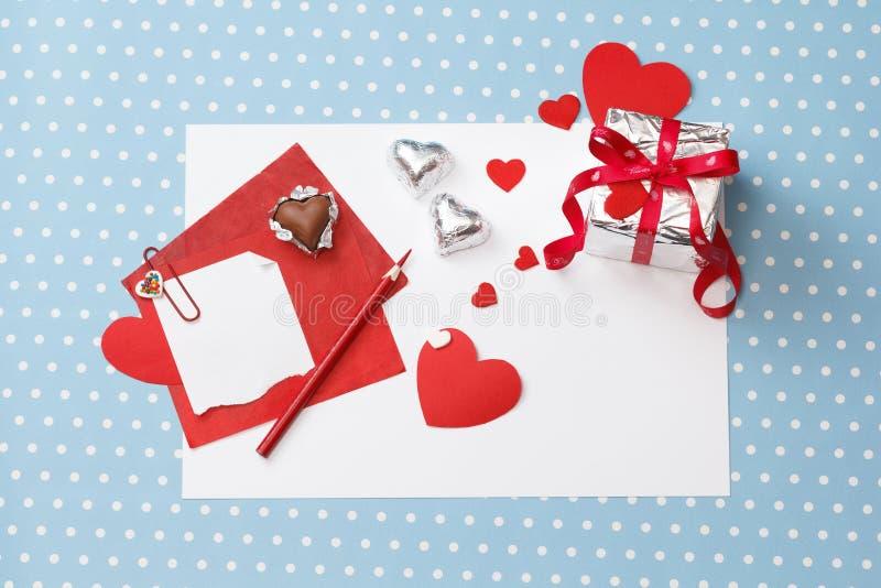 情人节爱消息,未完成,与礼物盒 免版税库存图片