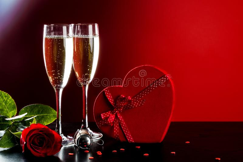 情人节背景用香槟 免版税库存图片