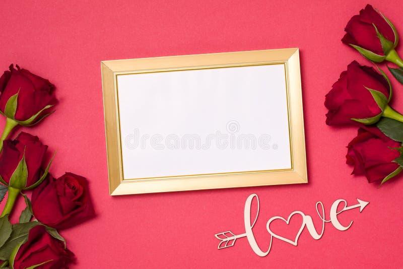 情人节,空的框架,爱,红色背景,flatlay,英国兰开斯特家族族徽,赠送阅本文本空间,消息 免版税图库摄影
