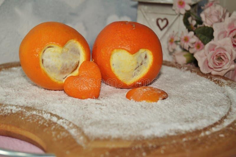 情人节-两心脏切在委员会的桔子图片