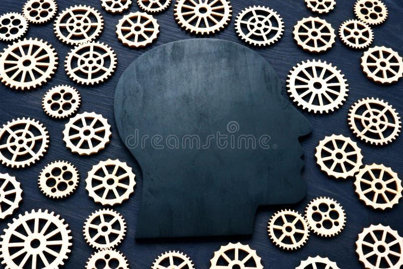 情感商数EQ 顶头剪影和齿轮 库存图片
