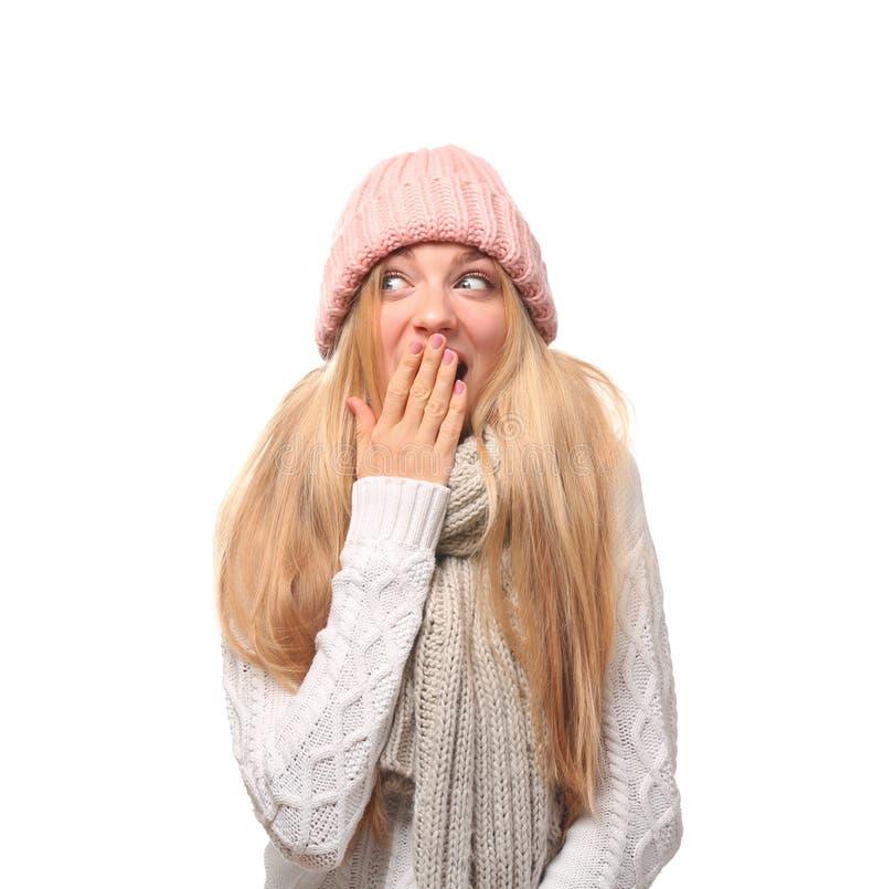 情感年轻女人画象时髦的帽子和毛线衣的有在白色背景的围巾的 图库摄影