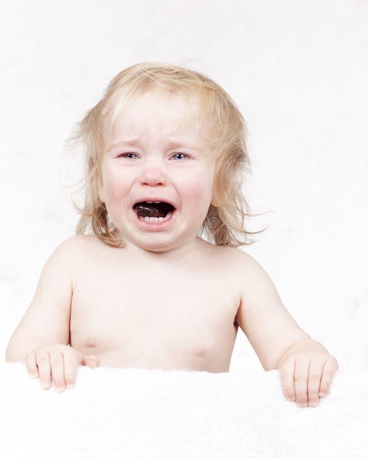 情感白肤金发泪花哭泣的小的小孩画象  免版税图库摄影