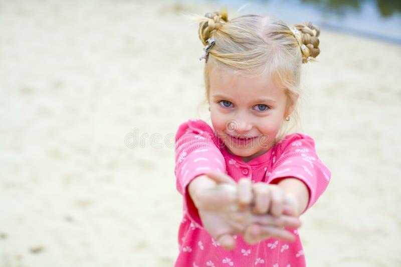 情感美丽的五岁的女孩画象  库存图片