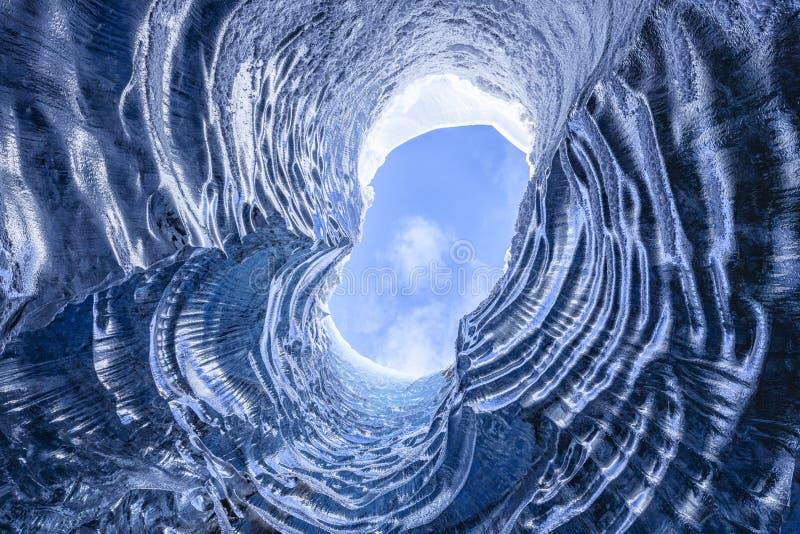 惊人的冰河洞 免版税库存照片