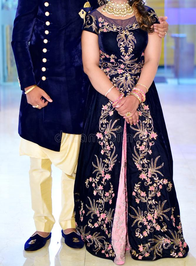 惊人的印地安婚礼夫妇 图库摄影