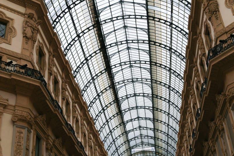 惊人的圆顶场所维托里奥Emanuele II从拱廊里边 免版税库存照片