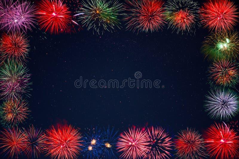 惊人的在满天星斗的天空框架的庆祝闪耀的烟花 向量例证