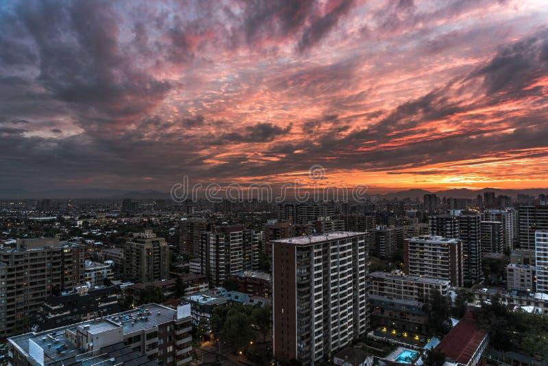 惊人的天空的城市SUNSSET 库存图片