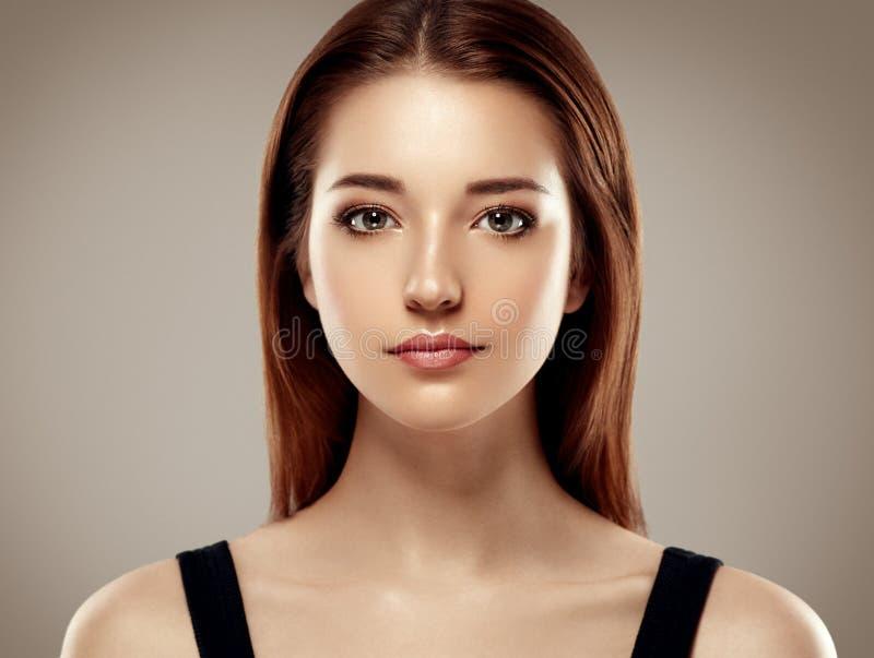 惊人的妇女画象 美好的女孩模型时尚 免版税库存照片