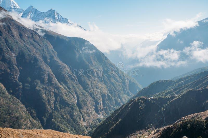 惊人的山风景,尼泊尔, Sagarmatha, 免版税库存照片