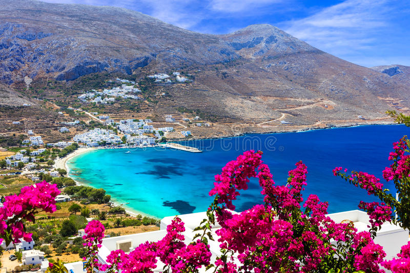 惊人的希腊海滩在阿莫尔戈斯岛海岛, Aegialis海湾,基克拉泽斯 免版税库存图片