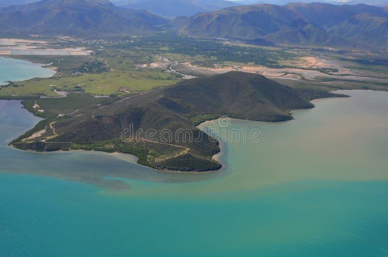 惊人的新喀里多尼亚盐水湖的鸟瞰图 库存照片