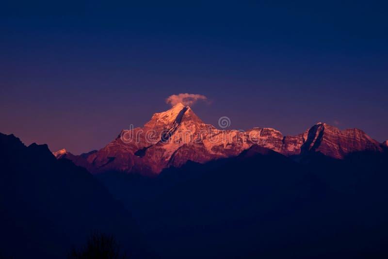 惊人的日出在喜马拉雅山 免版税库存图片