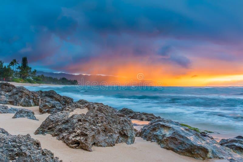 惊人的日落在夏威夷 免版税库存图片