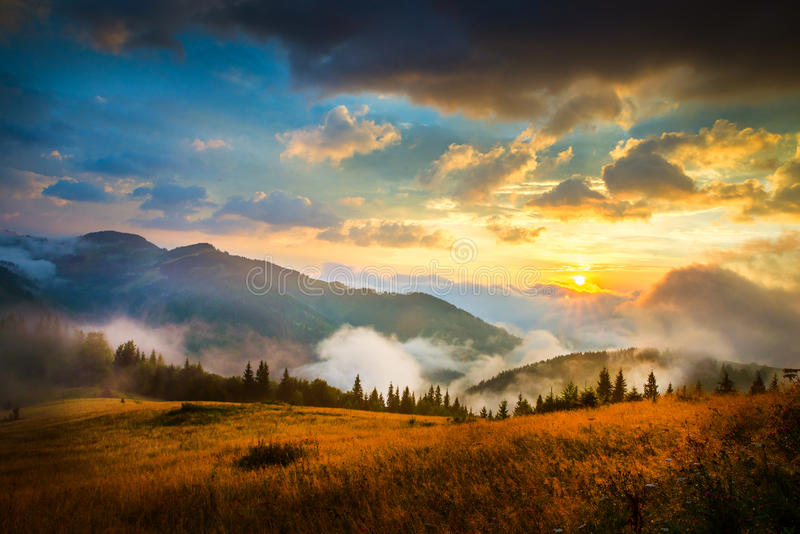 惊人的横向山 库存图片