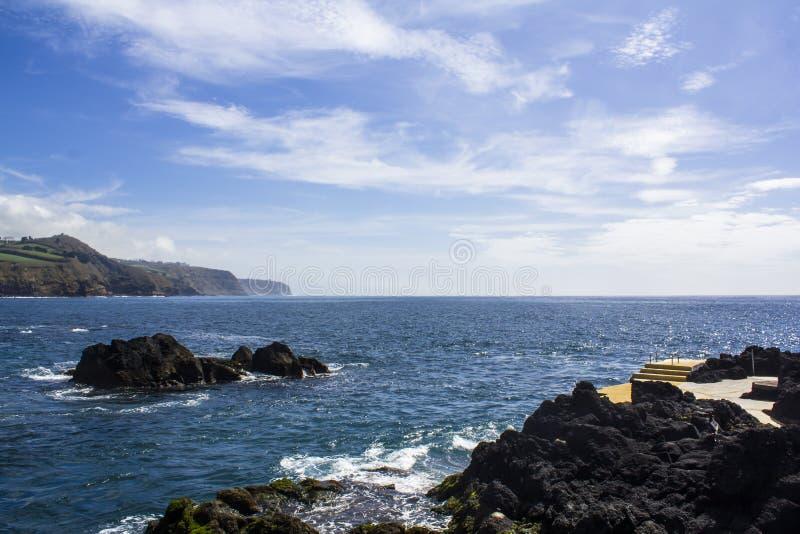 惊人的海岸线风景在沐浴的区域 库存照片