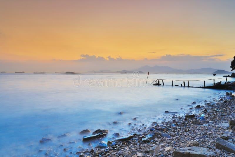 惊人的海日落 在含沙海湾 库存照片