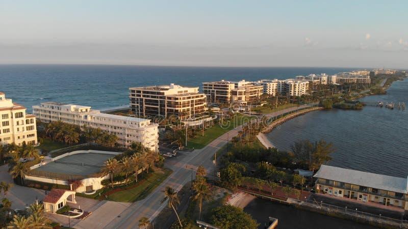 惊人的湖日落空中全景相当海岸线,佛罗里达价值的 免版税库存照片