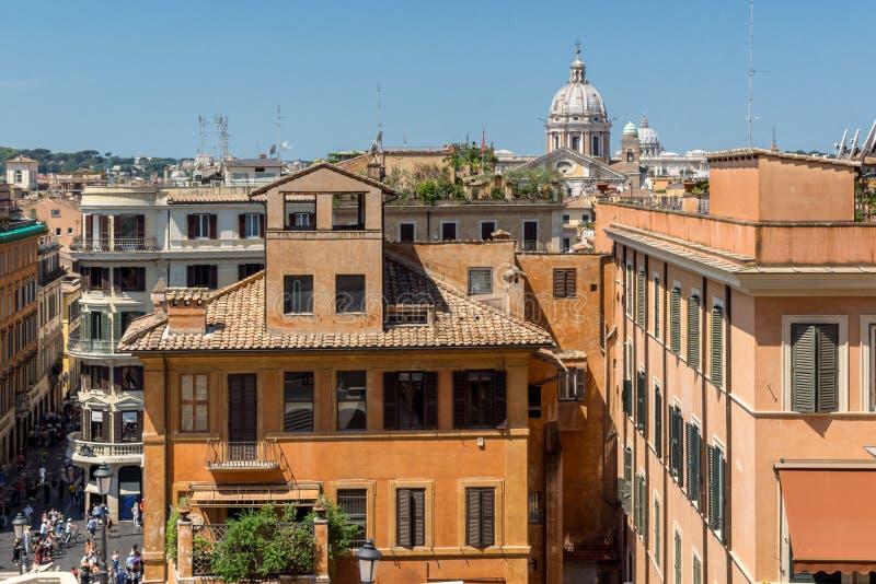 惊人的观点的西班牙步和Piazza di Spagna在市罗马,意大利 免版税库存图片