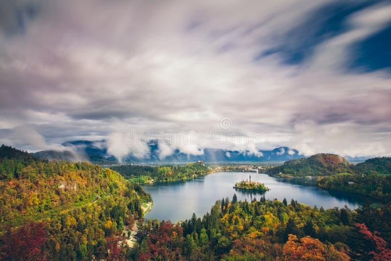 惊人的长的曝光空中全景布莱德湖,斯洛文尼亚,欧洲(Osojnica) 库存图片