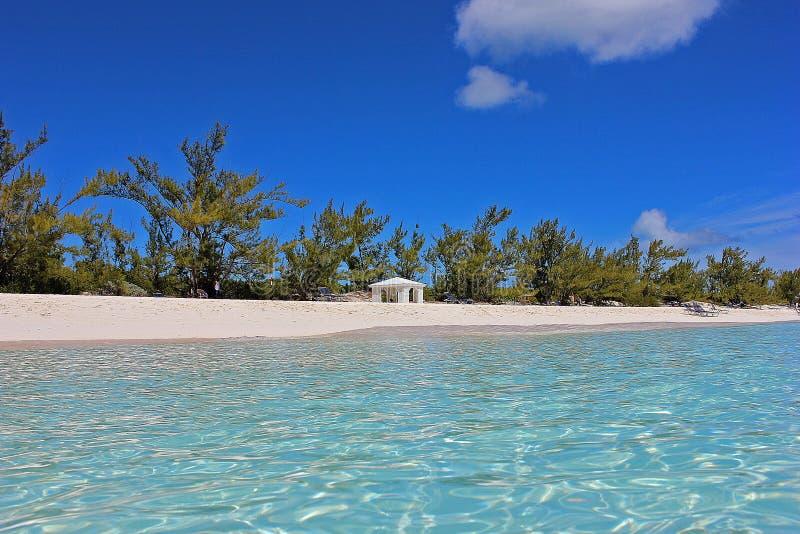 惊人巴哈马海滩 免版税库存照片